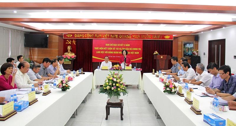 Đồng chí Trương Thị Mai làm việc với Đảng đoàn Hội Luật gia Việt Nam - Ảnh 1